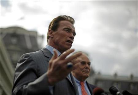 California Governor Arnold Schwarzenegger (L) and Pennsylvania Governor Ed Rendell comment on their meeting with U.S. President Barack Obama at the White House in Washington, March 20, 2009. REUTERS/Jim Young