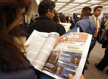 <p>Immagine d'archivio di persone che cercano lavoro negli Usa. REUTERS/Lucy Nicholson (UNITED STATES)</p>