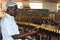 <p>A worker checks a beer bottle at the Nile Brewery Company 76km (46 mile) east of Uganda's capital Kampala, March 31, 2009. BEER-AFRICA/ REUTERS/James Akena</p>