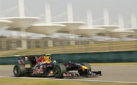 4月18日、自動車レースF1の中国グランプリ(GP)は公式予選を行い、セバスチャン・ベッテル(ドイツ、RBRルノー)がポール・ポジションを獲得した(2009年 ロイター/Aly Song)