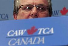 <p>Canadian Auto Workers union president Ken Lewenza at a news conference in Toronto, March 27, 2009.REUTERS/Peter Jones</p>