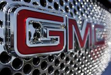 <p>The GMC logo is seen on the grill of car at the Peoria Pontiac GMC car dealership in Peoria, Arizona April, 25 2009. REUTERS/Joshua Lott</p>