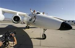 <p>Virgin Group's Founder billionaire Richard Branson (L) and Burt Rutan, president of Scaled Composites, wave from the window of Virgin Galactic's mothership WhiteKnightTwo during its public roll-out in Mojave, California July 28, 2008. REUTERS/Fred Prouser</p>