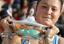 <p>A número 1 do mundo, Dinara Safina, venceu a norte-american Venus Williams, de virada, por 6-7, 6-3 e 6-4 em uma semifinal épica, na sexta-feira, formando uma final totalmente russa no Torneio de Roma. REUTERS/Giampiero Sposito</p>