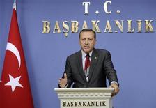"""<p>Премьер-министр Турции Тайип Эрдоган обращается к представителям СМИ в Анкаре. 1 мая 2009 года. Премьер-министр Турции Тайип Эрдоган пообещал Азербайджану, что Анкара не откроет границу с Арменией до тех пор, """"пока не закончится оккупация"""" Нагорного Карабаха. (REUTERS/Stringer (TURKEY POLITICS))</p>"""
