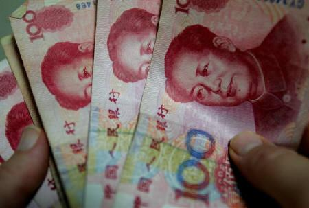4月20日、中国銀監会上海支局の副局長は人民元(写真)が2020年までに世界の外貨準備の3%以上を占める可能性があるとの考えを示した。2005年7月撮影(2009年 ロイター/Reinhard Krause)