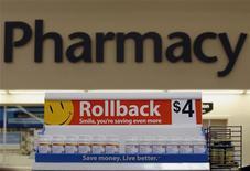 <p>Vitamine in vendita in un supermercato Usa. REUTERS/Jessica Rinaldi</p>