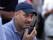 <p>Bollywood actor Anupam Kher talks on a walkie-talkie while directing his Hindi film 'Om Jai Jagdish' in Bombay, April 15, 2002. REUTERS/Arko Datta</p>