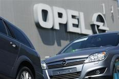 <p>New Opel cars are pictured at the Opel plant in Bochum May 29, 2009. REUTERS/Ina Fassbender</p>