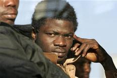<p>Immigrati, Bankitalia: non impattano su lavoro, salari italiani. REUTERS/Antonio Parrinello</p>