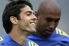 <p>Kaká, durante treino da seleção brasileira em Teresópolis, Berlusconi, dono do Milan, disse que será difícil manter o meia brasileiro no clube. REUTERS/Sergio Moraes</p>