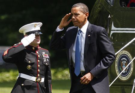 U.S. President Barack Obama steps off Marine One as he returns to the White House in Washington, June 1, 2009. REUTERS/Jim Young (UNITED STATES POLITICS)