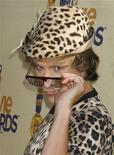 <p>Foto de archivo: el actor Sacha Baron Cohen, interpretando a su personaje Bruno, posa durante la entrega de los MTV Movie Awards en Los Angeles, mayo 31 2009. REUTERS/Fred Prouser</p>