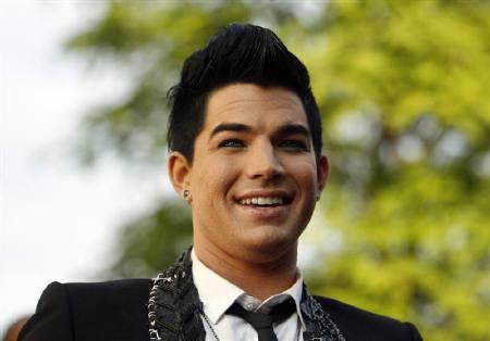 6月9日、「アメリカン・アイドル」で準優勝したアダム・ランバートが、雑誌のインタビューで同性愛者であることを明かした。7日撮影(2009年 ロイター/Mario Anzuoni)