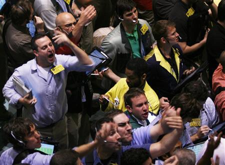 Traders work in the Crude & Natural Gas Options pit at the New York Mercantile Exchange June 10, 2009. REUTERS/Shannon Stapleton