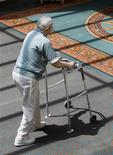 <p>An elderly man walks through a lobby in Denver, Colorado August 2, 2007. REUTERS/Rick Wilking</p>