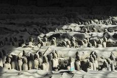 <p>Hundreds of Terracotta warriors, which were unearthed during the first excavation from 1978 to 1984, stand inside the No.1 pit at a museum in Xi'an, Shaanxi province, June 13, 2009. REUTERS/China Daily</p>