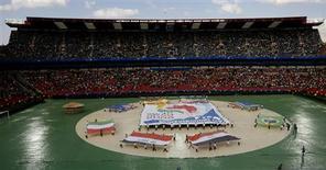 <p>Performance no estádio Ellis Park na cerimônia de abertura do jogo entre África do Sul e Iraque em Johanesburgo. 14/06/2009. REUTERS/Mike Hutchings</p>