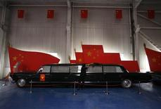 <p>Chinese vintage car fanatic Yang Yi-Jun cleans a stretched car that former Chinese chairman Mao Zedong owned that is now on display at the Beijing classic car museum June 17, 2009. REUTERS/David Gray</p>