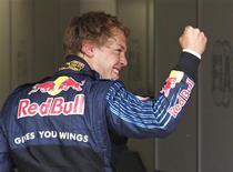 <p>O alemão Sebastian Vettel, da Red Bull, conquistou neste sábado a pole position para o GP da Inglaterra, sua segunda pole consecutiva na temporada. O brasileiro Rubens Barrichello, da Brawn GP, ficou em segundo, com Mark Webber, companheiro de escuderia de Vettel, largando em terceiro. REUTERS/Yves Herman</p>