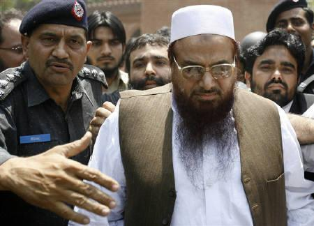 Police escort Hafiz Saeed (R), the head of the banned Jamaat-ud-Dawa and founder of Lashkar-e-Taiba, as he leaves after an appearance in court in Lahore in this May 5, 2009 file photo.  REUTERS/Mohsin Raza/Files