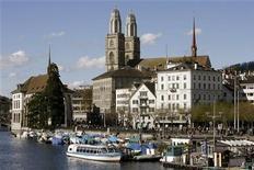 <p>Immagine d'archivio della città di Zurigo. (EURO 2008 PREVIEW) REUTERS/Arnd Wiegmann (SWITZERLAND)</p>