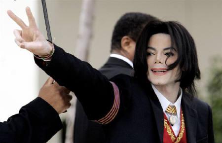 6月25日、米歌手M・ジャクソンさん死去、復活コンサートかなわず。写真は2005年3月、米カリフォルニア州サンタ・マリアで(2009年 ロイター/Robert Galbraith/Files)