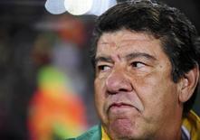 <p>Técnico da seleção da África do Sul, Joel Santana, em Johanesburgo. 25/06/2009. REUTERS/Dylan Martinez</p>