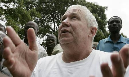 Zimbabwe's main opposition Movement For Democratic Change (MDC) national treasurer Roy Bennet gestures as he leaves Mutare remand prison in Mutare in this March 12, 2009 file photo. REUTERS/Philimon Bulawayo/Files