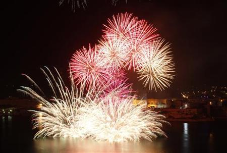 Fireworks are set off over the Grand Harbour in Valletta, Malta, May 1, 2009. REUTERS/Darrin Zammit Lupi