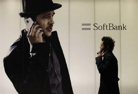 7月7日、6月の契約純増減数ではソフトバンクモバイルが26カ月連続でトップを維持。写真は同社の看板。2月撮影(2009年 ロイター/Toru Hanai)