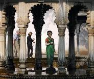 <p>Turisti nel giardino di Saheliyon-Ki-Badi, a Udaipur, India REUTERS/Vijay Mathur</p>
