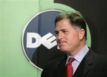 <p>Michael Dell, presidente da Dell, durante encontro com a imprensa em Pequim. A Dell ainda está vendo uma demanda muito fraca de pequenas e grandes empresas e considera que enfrenta um desafio muito grande em seus negócios com hardware, onde os preços de PCs em queda pressionam suas margens.</p>