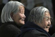 <p>Women stand inside a beadhouse, a home for the elderly, in Xining, capital of northwestern China's Qinghai province October 26, 2006. REUTERS/Stringer</p>