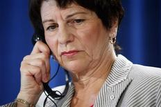 <p>Independent investigator Sheila Weatherill listens to a French to English translation of a question as she reports her findings into the August 2008 Listeriosis outbreak that killed 22 Canadians during a news conference in Ottawa July 21, 2009. REUTERS/Blair Gable</p>