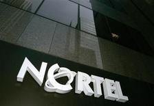 <p>La procédure d'adjudication des actifs mobiles de l'équipementier télécoms canadien Nortel a pris un nouveau tournant après l'apparition inattendue de RIM dans le processus, qui risque de virer à une bataille d'enchères. /Photo d'archives/REUTERS/Mark Blinch</p>