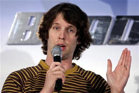 Actor Jon Heder talks during a news conference at an ice skating rink to promote his film ''Blades of Glory'' in Sydney June 6, 2007. REUTERS/Tim Wimborne