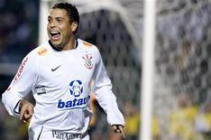 <p>Atacante Ronaldo, em foto de arquivo, fraturou a mão esquerda e ficará de 5 a 6 semanas fora dos gramados. REUTERS/Junior Lago</p>