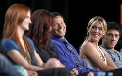 "<p>Atores Ashlee Simpson-Wentz, Laura Leighton, Thomas Calabro, Katie Cassidy e Michael Rady, da série ""Melrose Place"" em Pasadena. 04/08/2009. REUTERS/Danny Moloshok</p>"