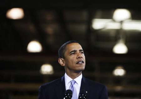 U.S. President Barack Obama speaks on the economy at the Monaco RV vehicle maker in Wakarusa, Indiana, August 5, 2009. REUTERS/Jason Reed