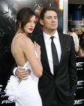 """<p>Los actores Channing Tatum (derecha) y Rachel Nichols posan durante la función de preestreno de la película """"G.I. Joe: The Rise of Cobra"""" en el Teatro Chino en Hollywood, California, ago 6 2009. REUTERS/Mario Anzuoni (UNITED STATES)</p>"""