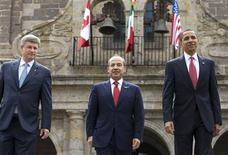 <p>President Barack Obama, Mexico's President Felipe Calderon (C) and Canada's Prime Minister Stephen Harper (L) pose for the leader's official photo at the Cabanas Cultural Center in Guadalajara, Mexico, while attending the North American Leader's Summit, August 10, 2009. REUTERS/Larry Downing</p>