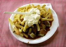 """<p>En el año que la comida preferida de Berlín, la currywurst, celebra su cumpleaños número 60, un nuevo museo que exhibe el popular plato será inaugurado este fin de semana en la capital alemana. El Museo de Currywurst, que asegura ser la primera institución de su tipo dedicada a la salchicha alemana en el país, abrirá sus puertas el 15 de agosto, y recibirá a los visitantes con el lema """"Currywurst es más que una salchicha, es una de las experiencias de la vida en Alemania"""".</p>"""