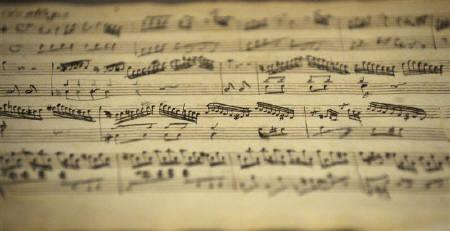 8月17日、モーツァルトの死因は連鎖球菌性咽頭炎の合併症だった、というオランダの研究が発表に。写真はモーツァルトの楽譜。2日撮影(2009年 ロイター/Calle Toernstroem)