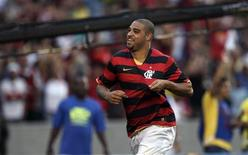 <p>Atacante Adriano, em foto de arquivo, voltará à seleção brasileira para jogo com Argentina REUTERS/Bruno Domingos</p>
