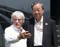 <p>O chefão da Fórmula 1 Bernie Ecclestone fechou o acordo com o presidente da Mobilityland Corporation, Hiroshi Oshima, neste domingo em Valência. REUTERS/Heino Kalis</p>