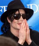 <p>Foto de arquivo do popstar Michael Jackson em uma coletiva de imprensa em Munique. 09/06/1999. REUTERS/Michael Kappeler/Arquivo</p>