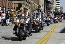 <p>Harley-Davidson motorcycle riders parade through the streets to celebrate the 105th anniversary of Harley with five days of food, drink, and music in Milwaukee, Wisconsin August 30, 2008. REUTERS/Allen Fredrickson</p>