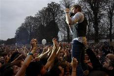 <p>O festival Rock-En-Seine, que no ano passado contou com a participação do Kaiser Chiefs (na foto, o vocalista Rickey Wilson), está em sua 7a edição e ocorre no parque Saint-Cloud, em Paris. REUTERS/Benoit Tessier</p>