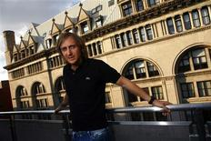 <p>French DJ David Guetta poses for a portrait in New York August 24, 2009. REUTERS/Eric Thayer</p>